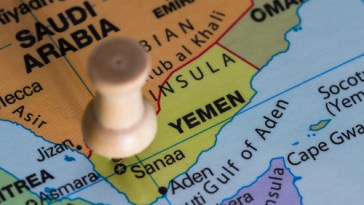 yemen fires rocket at riyadh airport