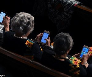 DEM Caught Playing 'CANDY CRUSH' During State Of Union