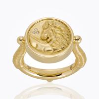 Signet rings for women: the return of a classic