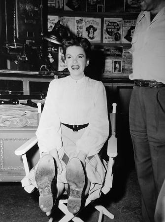 """Judy Garland on the set of """"In The Good Old Summertime"""""""