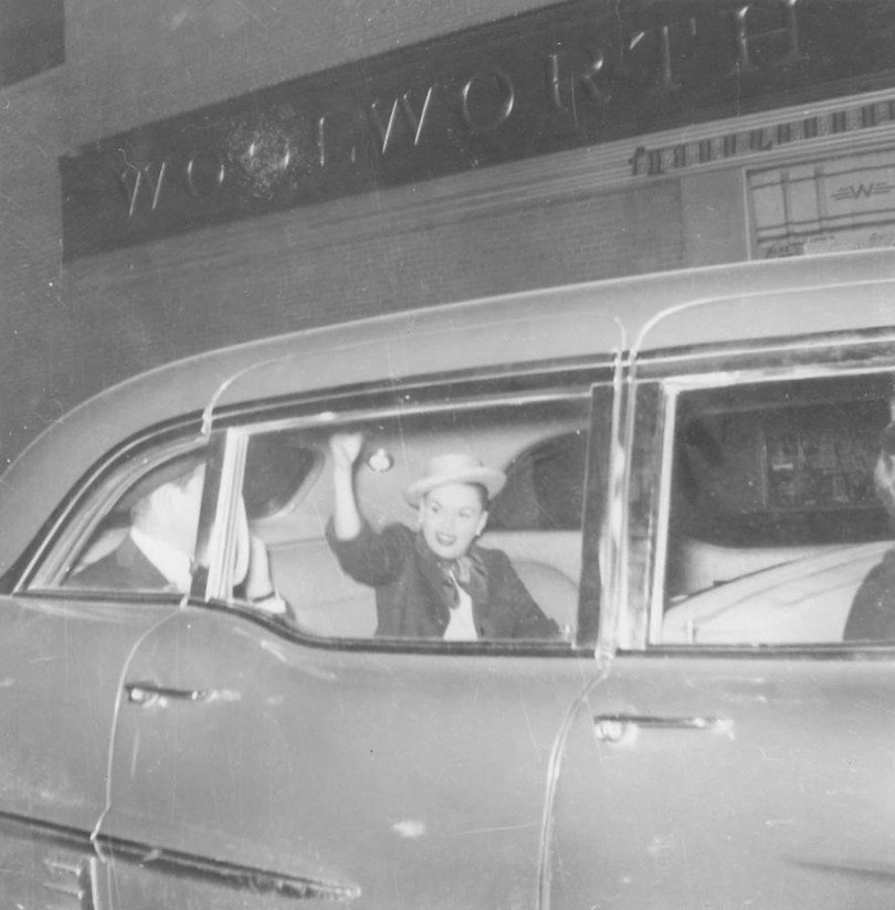 Judy Garland waves goodbye to her fans in Detroit, Michigan, May 30, 1957