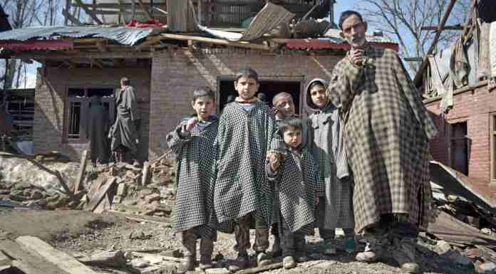 Kashmir Images and Photo Gallery Online, handwara encounter, houses in kashmir encounter, encounter damaged houses, kashmir encounter