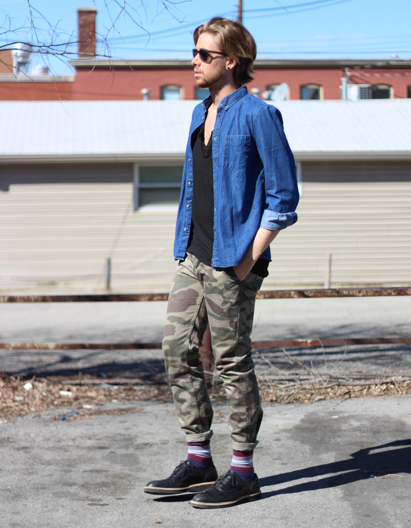 The Kentucky Gent in HM Denim Shirt, Copy 3 Button Henley, Dockers Camo Pants, Richer Poorer Socks, Cole Haan Shoes, and Ray Ban Sunglasses