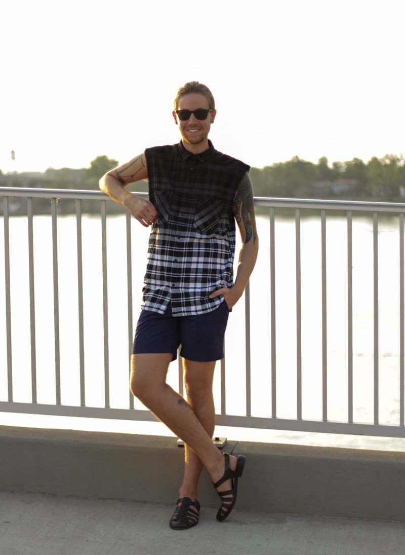 The Kentucky Gent in H&M Cut Off Plaid Shirt, H&M Tailored Cotton Shorts, Zara Sandals,  and Ray-Ban Wayfarers.