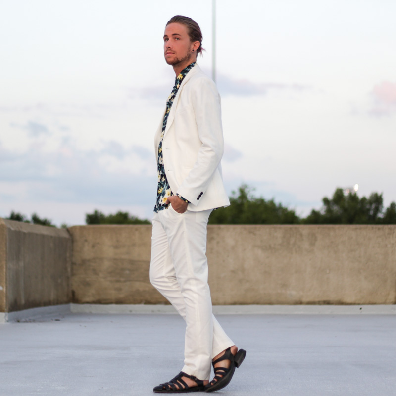 The Kentucky Gent in H&M Floral Woven, H&M White Suit Jacket, H&M White Dress Pant Slacks, and Zara Sandals.