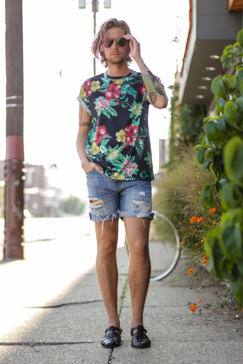 The Kentucky Gent in Jonny IV Floral T-Shirt, Levi's Cut Off Shorts, Zara Sandals, and Ray-Ban Wayfarers.