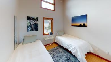 The-Key-Loft-Bedroom(2)