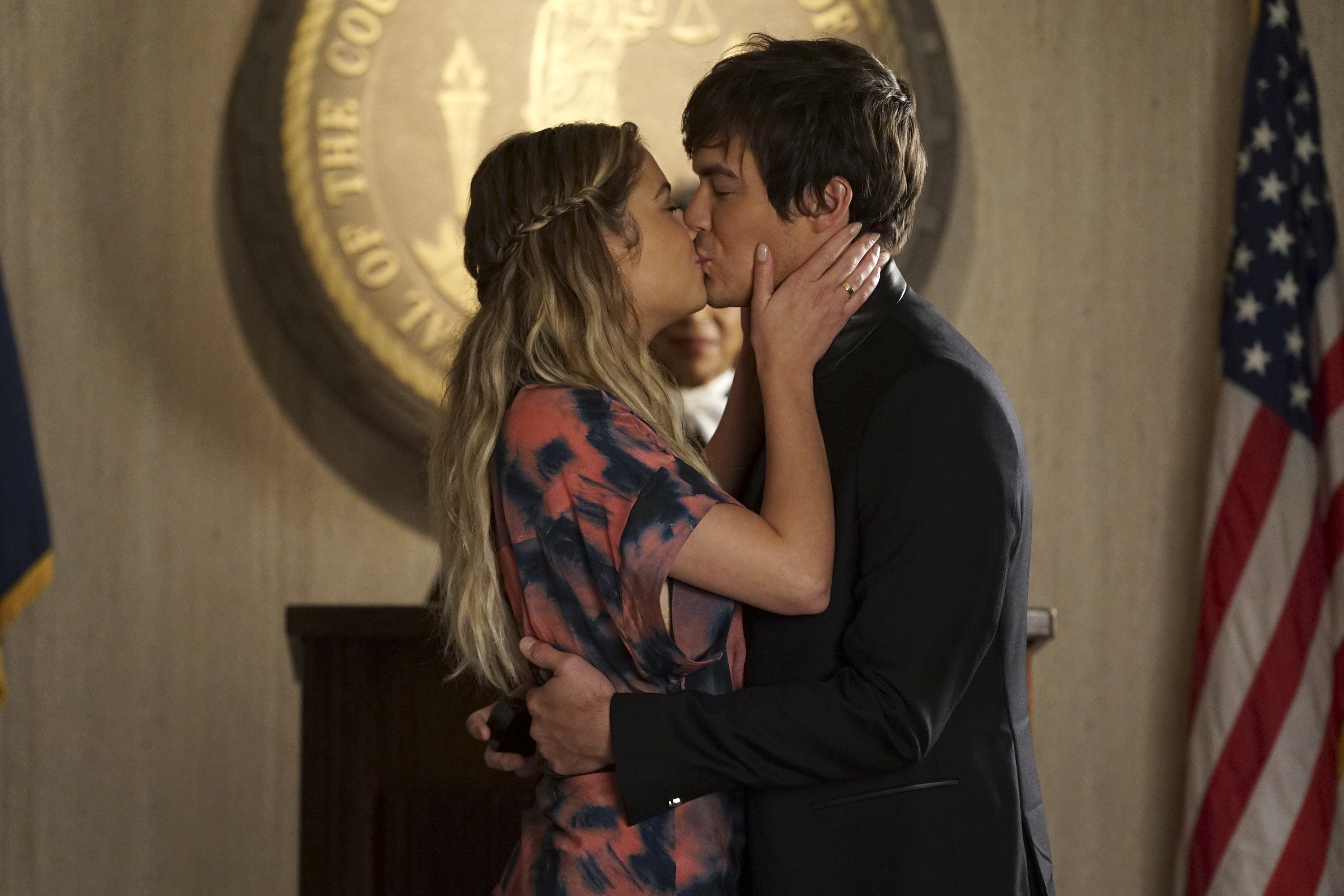 Pretty Little Liars Courthouse Wedding See The Photos