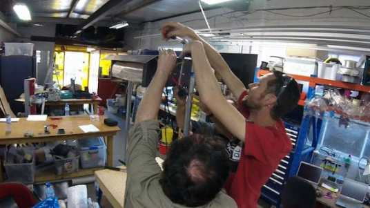 Attaching the heating hood to the gantry