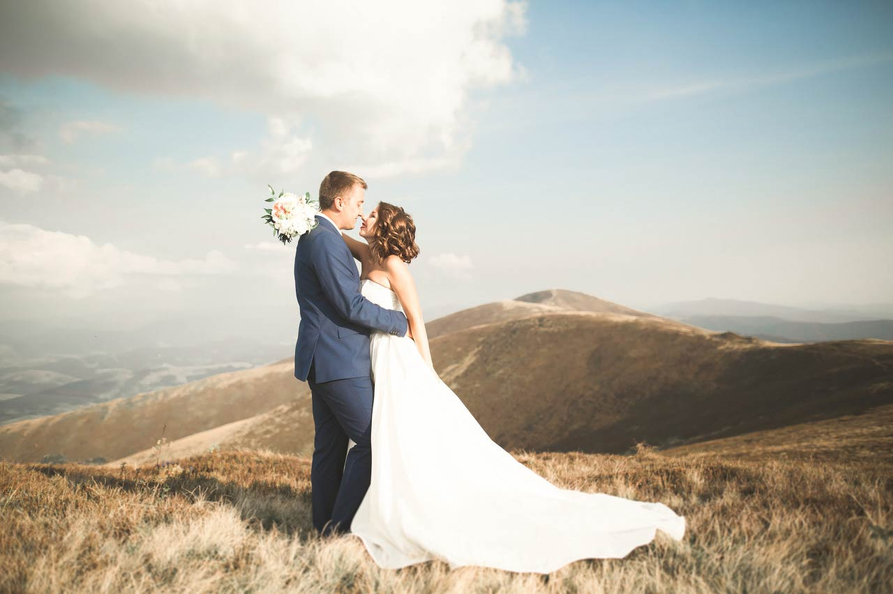 Blue Mountain Elopement Photo / The Lacy Day