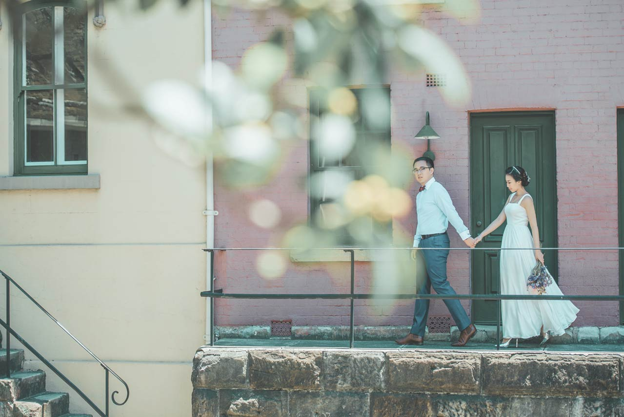 The Rocks Pre-wedding photo session the pink house with green doors