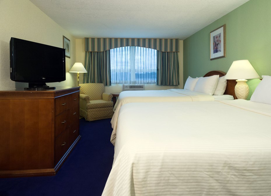 Lakeside Inn Double Queen Hotel Accommodations