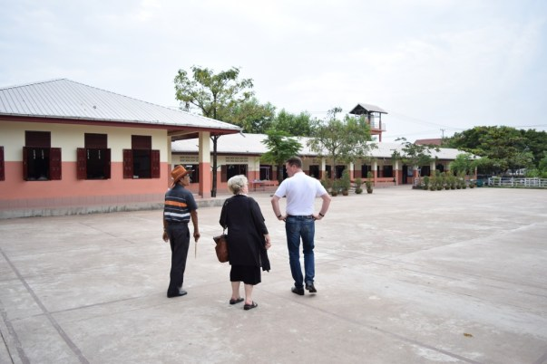 Mr Khamsing and Madame Gerlinde Engel present their new ideas for the primary school in Phang Heng