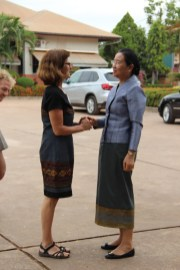 Prof. Dr. Isabel Martin welcomes the Minister in the primary school Ban Sikeud