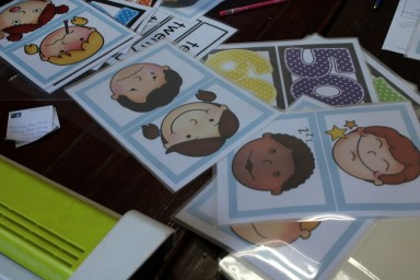 Flashcards with emotions and numbers