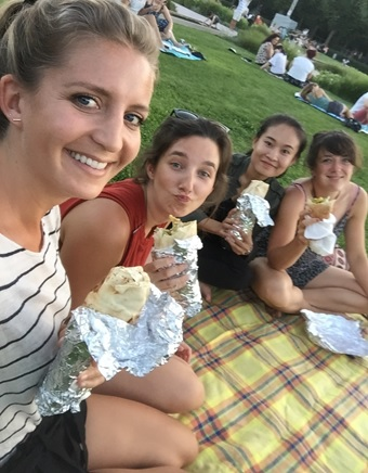 Picnic in the park with Sandra Uhlig, Ariane Kummetz, and Lena Wink