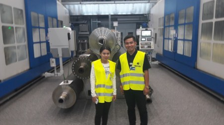 Ms Siliphone Arnousavanh and Mr Xokxay Aphaiyalath in the corrugating rolls workshop of BHS Corrugated in Weiherhammer