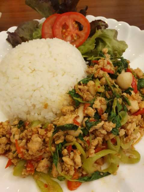 Another best seller: Basil stir-fried with chicken