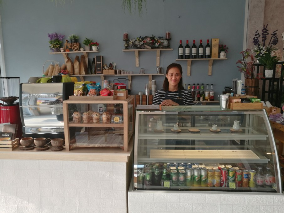 Dit behind the counter of her café