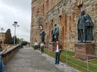 Group photo with kings statue of Castle
