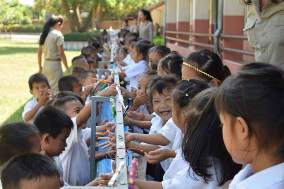 Pupils of Ban Phang Heng Primary school line up at 10 a.m. to brush their teeth as a group ritual (photo by Johannes Zeck).