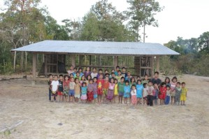 The village children in front of their school (photos by V. Botthoulath)