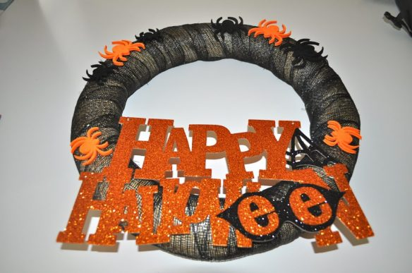 Completed Halloween Wreath 1024x680 Corona de Halloween en 10 Minutos