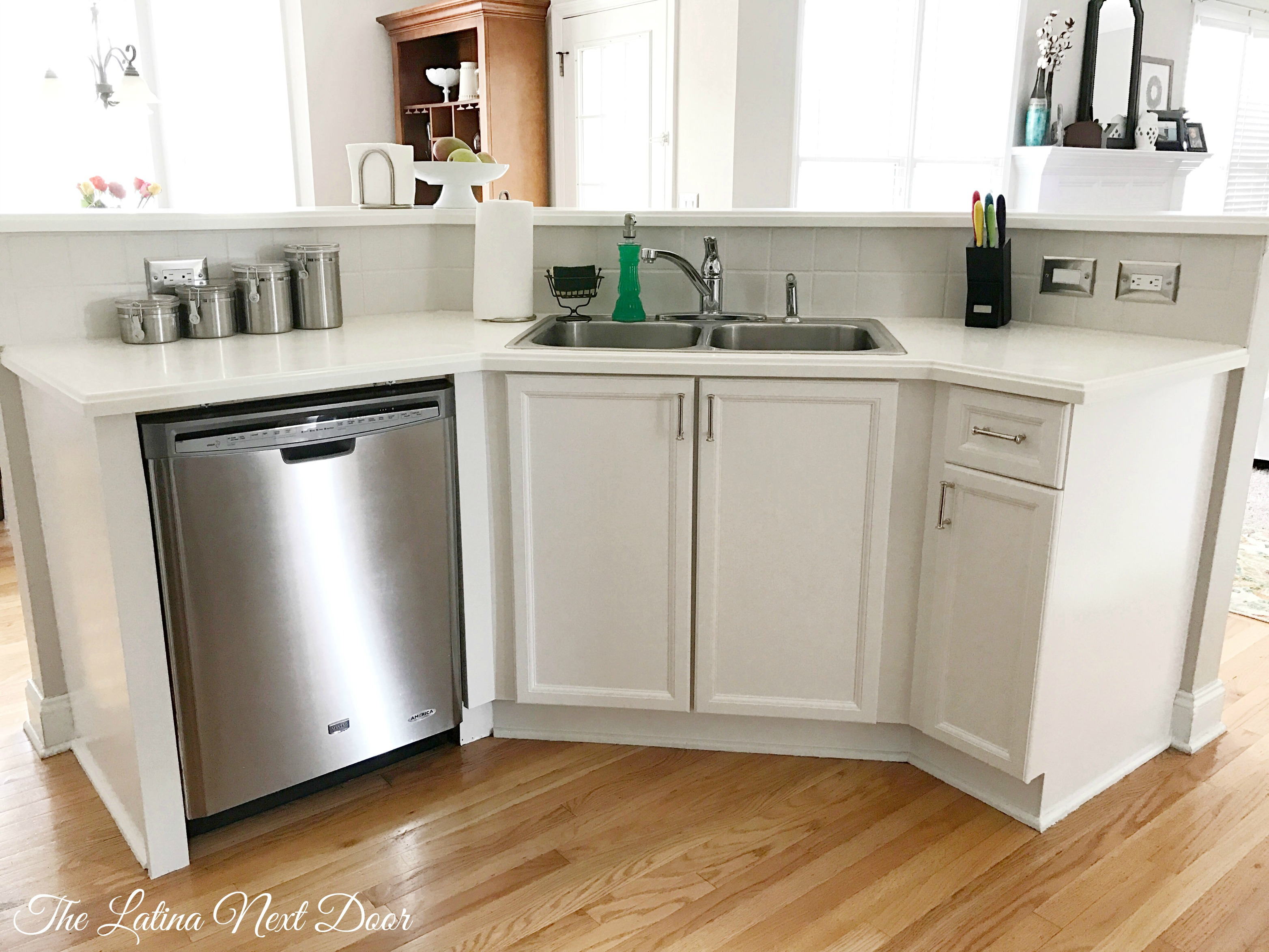 How To Paint Kitchen Cabinets - The Latina Next Door