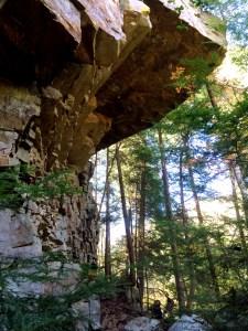 rocky cliffs to greeter falls