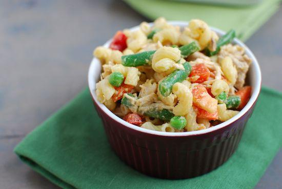 Need a healthy lunch option? Make a batch of this Chicken Pasta Salad with Salsa Hummus Dressing and pack it for lunch all week long!