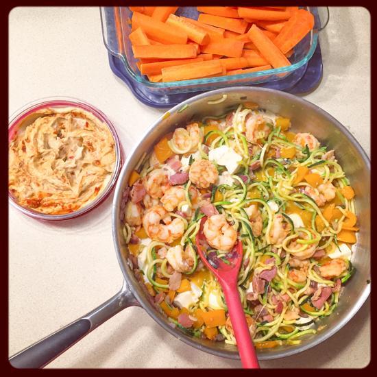 Shrimp with zoodles, bacon and mozzarella