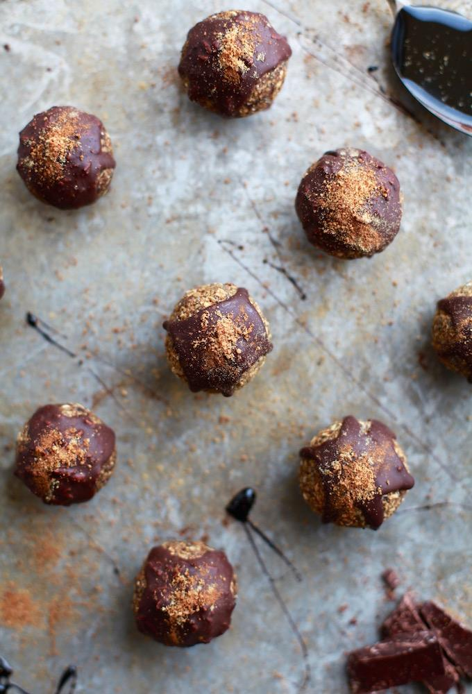 Gingerbread & Dark Chocolate Energy Balls