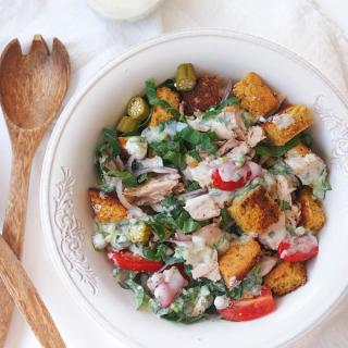This Cornbread and Turkey Panzanella is the perfect recipe to use up your Thanksgiving leftovers! Enjoy this healthy bread salad for lunch while watching football!
