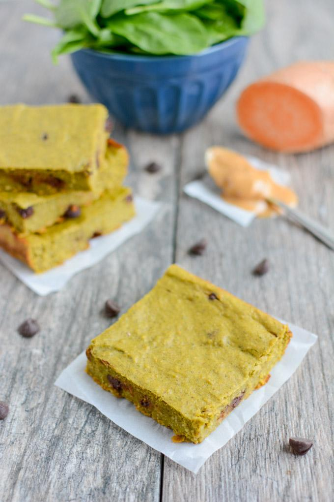 These gluten-free Green Smoothie Snack Bars are healthy, easy to make and kid-friendly. They're made with real food ingredients and packed with protein and healthy fats - perfect for a quick breakfast or snack!