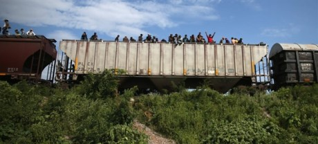 immigration-the-beast-train