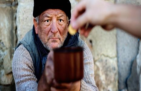 homeless_man_money-466