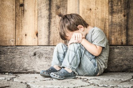 Low-income children have irregular brain development and lower standardized test scores, with as much as an estimated 20 percent gap in achievement explained by developmental lags in the frontal and temporal lobes of the brain. Credit: © Phils Photography / Fotolia