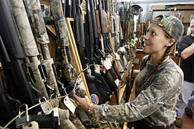 GUNS---ARMED WOMEN-CAMO-PHOTO