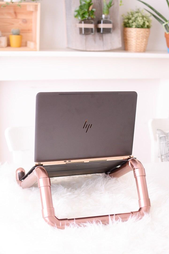 Een prachtige koperen DIY laptopstand