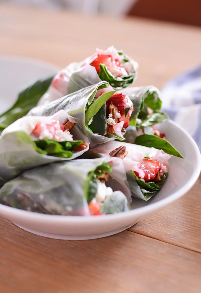 Springrolls met aardbei, spinazie en feta