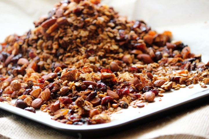 granola with poached pears, the life harvest, food blog, healthy granola, breakfast, granola,easy granola, poached pears, mascarpone cream, healthy  breakfast, simple breakfast, mothers day breakfast, birthday breakfast