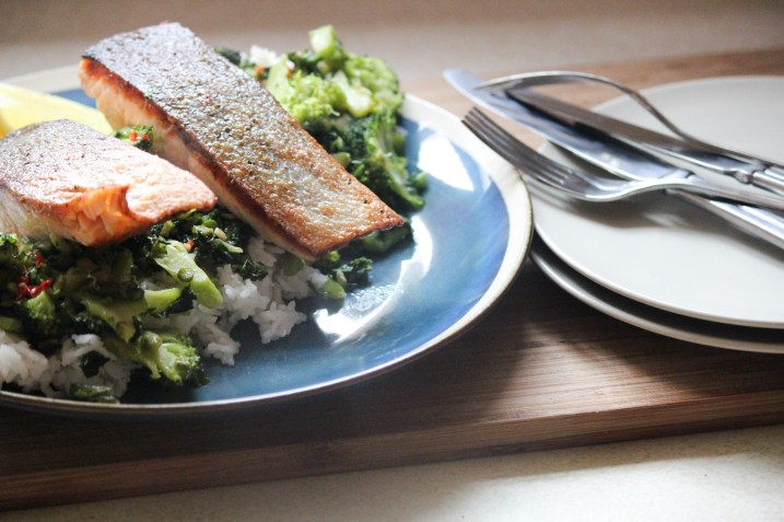 salmon and greens, salmon and healthy greens, healthy dinner, low fat dinner, easy dinner, fish meals, seafood dinner, seafood meals, salmon dinner, salmon and rice, boiled rice, sauteed greens, healthy dinner, easy dinner, the life harvest, food blog,