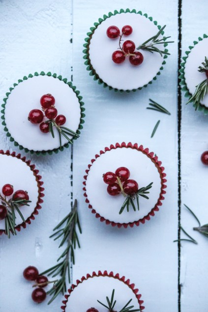 cupcakes, dessert, festive, christmas dessert, gingerbread cupcakes, ginger spiced cake, marshmallow fondant, fondant cupcakes, easy, simple, the life harvest, food blog, christmas cupcakes