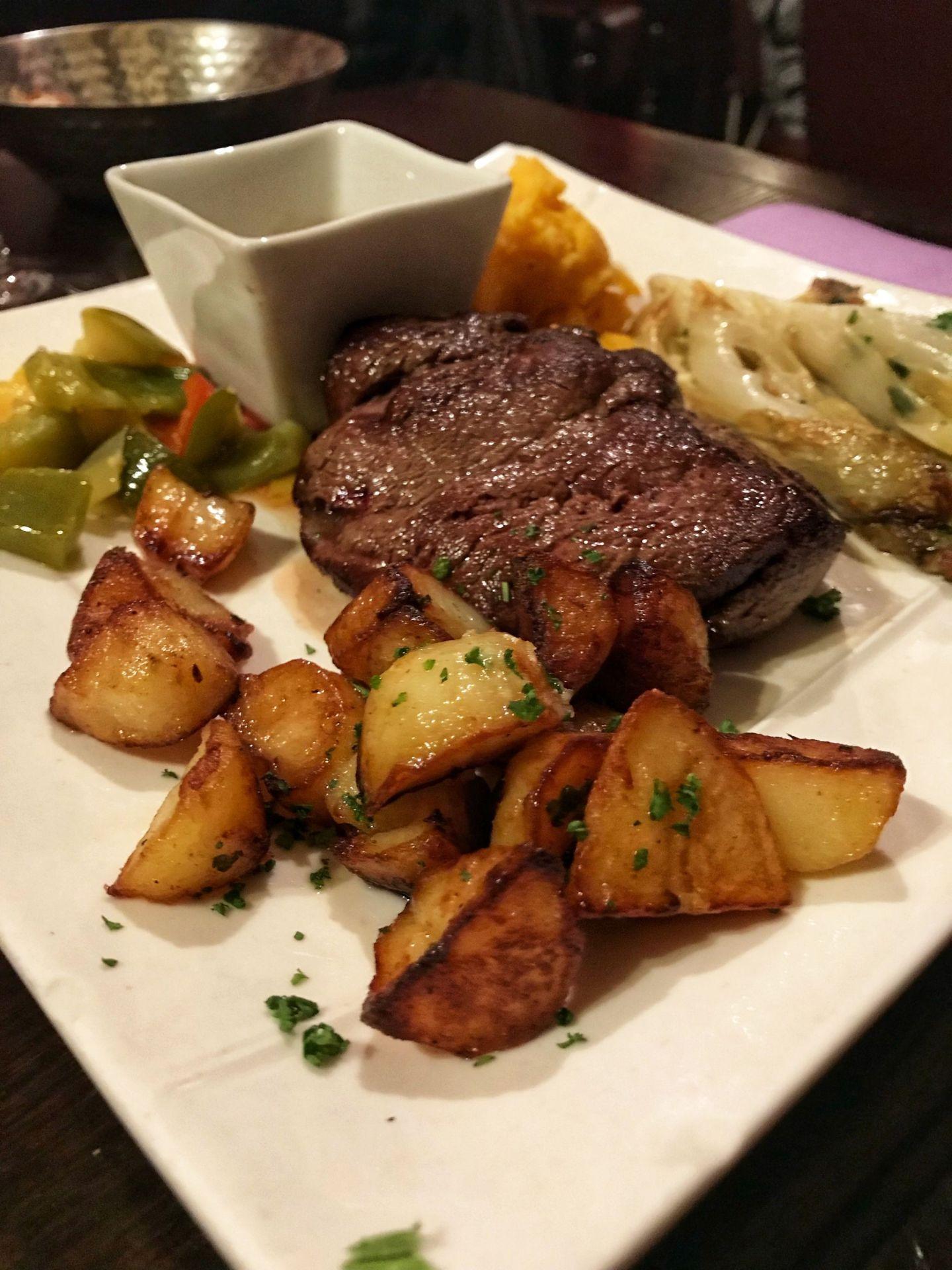 Fillet Steak with Potatoes at Au Vieux Paris D'Arcole