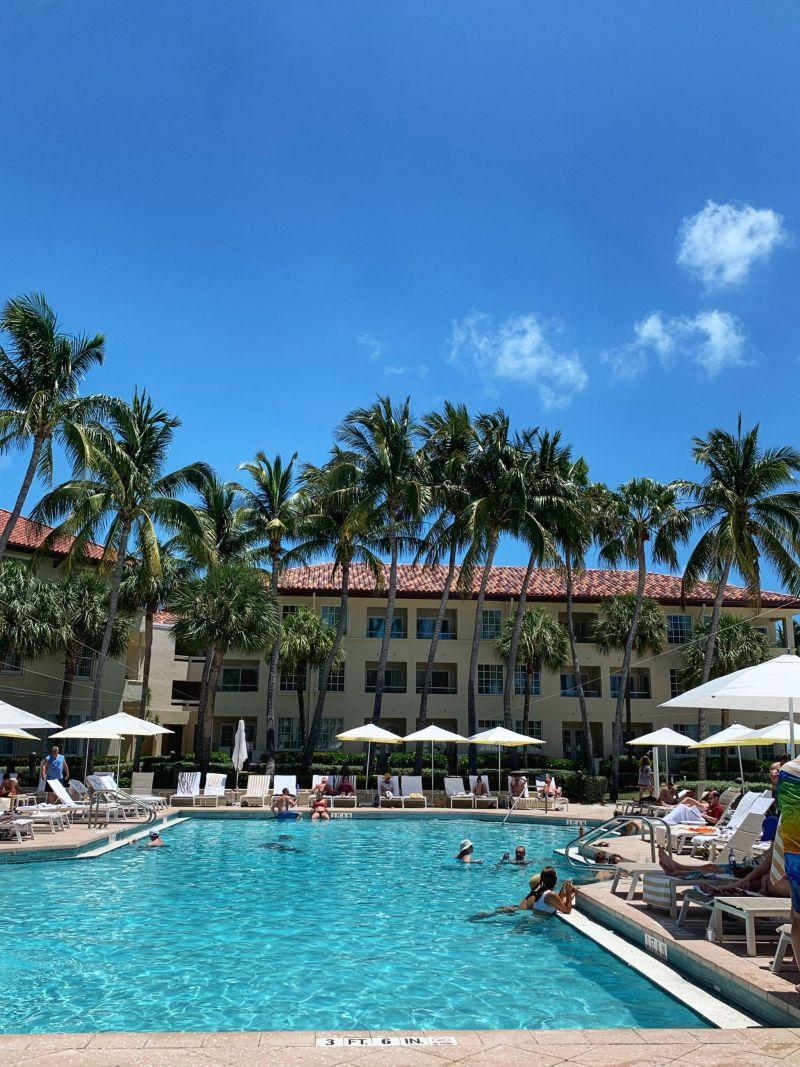 Swimming-pool-Waldorf-Astoria-Casa-Marina