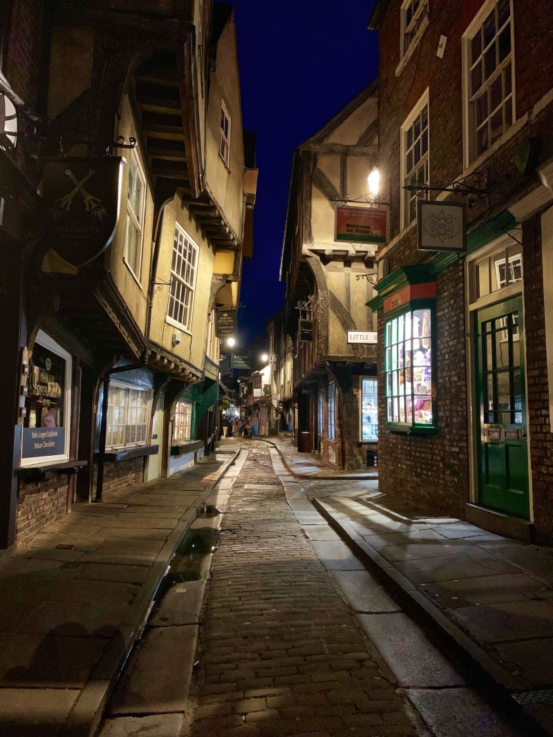 Cobbled-streets-The-Shambles-York