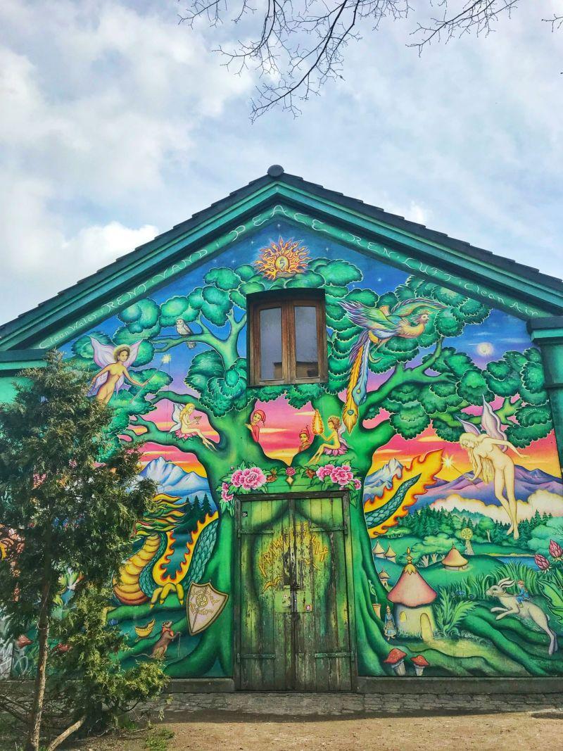 Colourful-houses-Freetown-Christiania-Christianshavn-Copenhagen-1