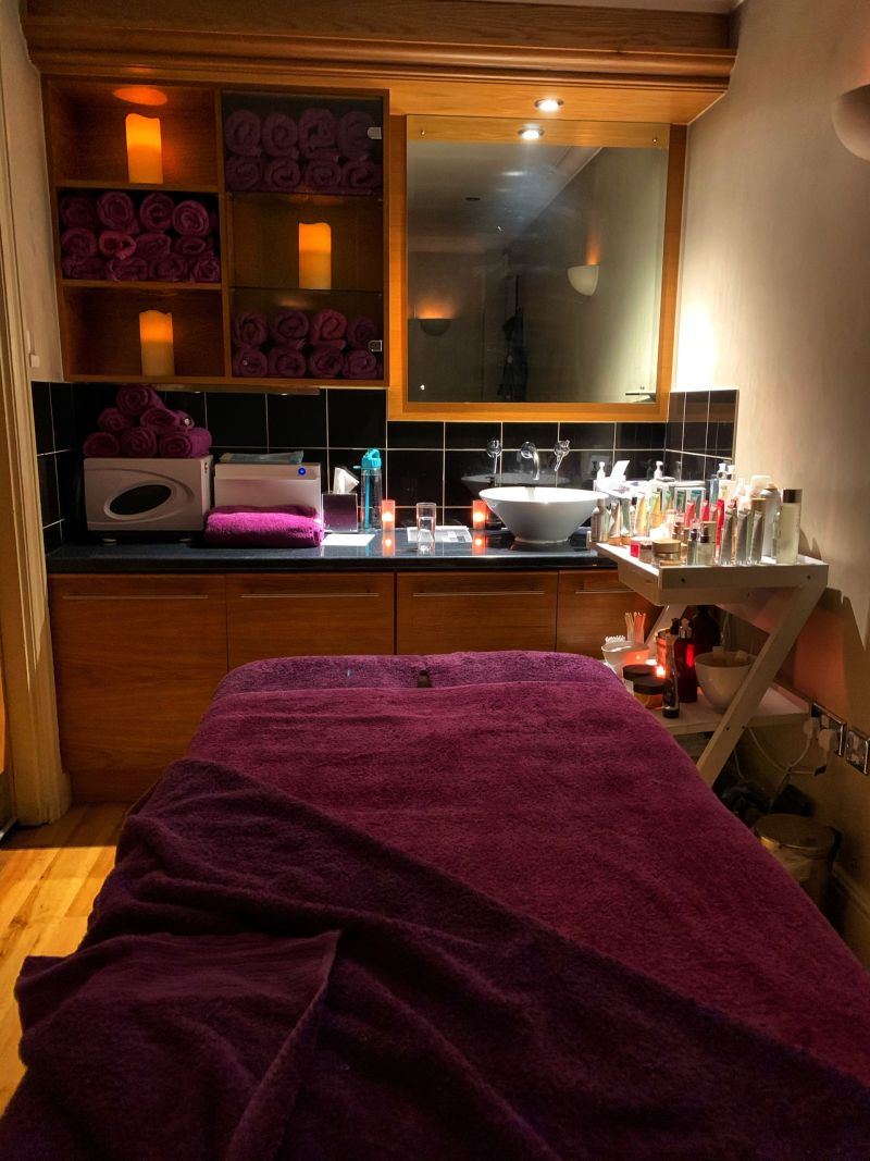 Full body massage Kettering Park Hotel Spa - benefits of an autumn spa break