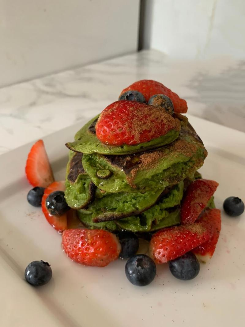 Grinch pancakes with spinach and banana