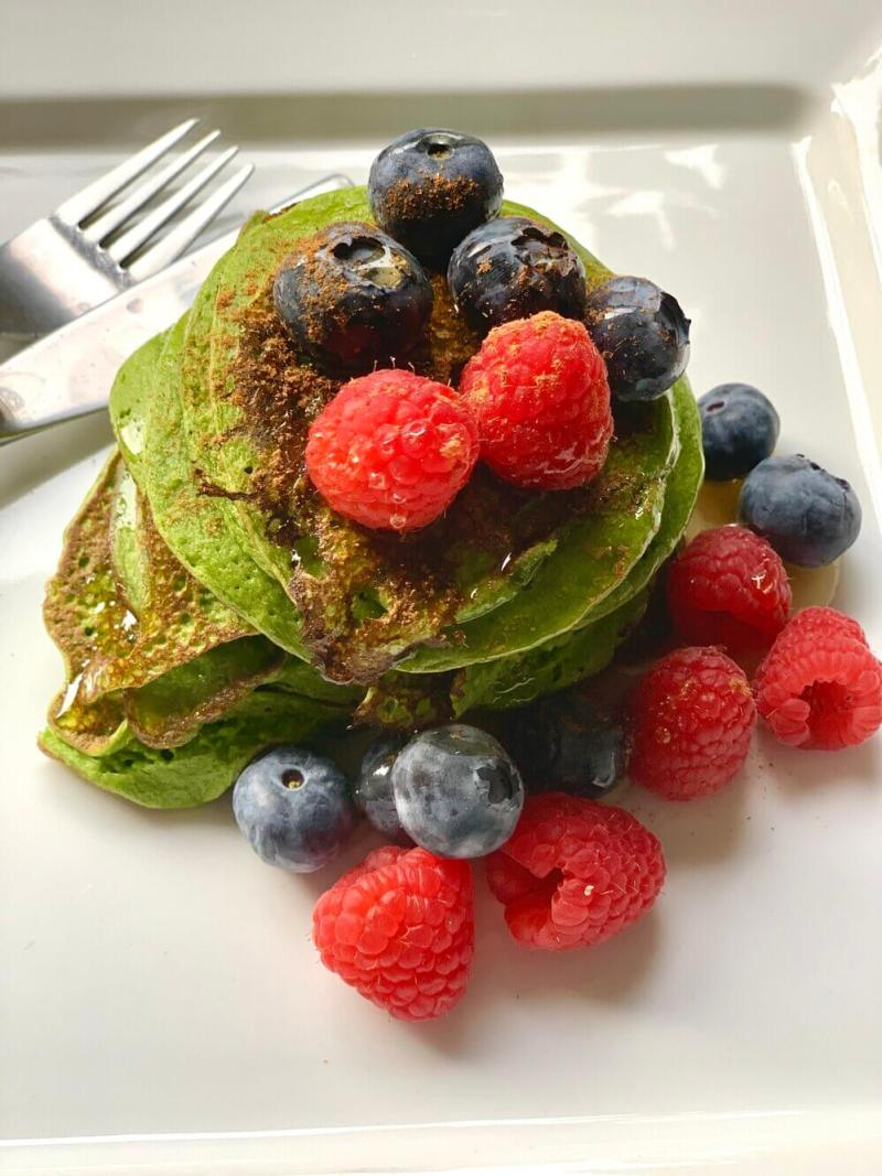 Healthy Green Spinach Banana Pancakes with Recipe for healthy breakfast for kids, vegan pancakes and green protein pancakes!